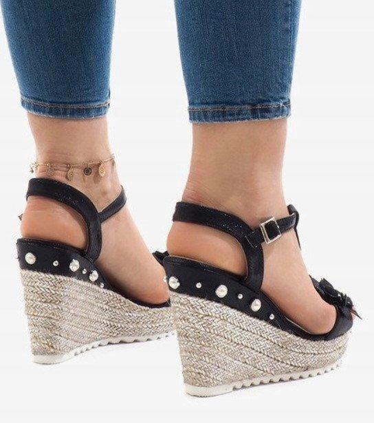 1f6957275 Dámska obuv sandále Moon čierne
